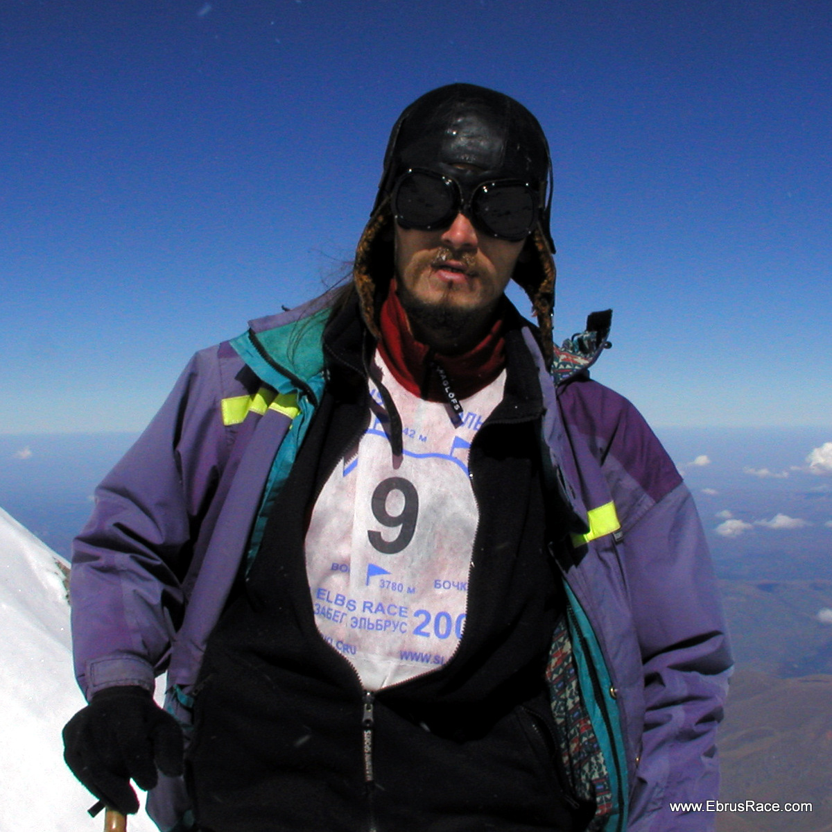 First winner of the first (2005) Elbrus Race-  Михаил Осипов (Брэд) - первый победитель, первого возобновленного Забега на Эльбрус. 2005 год