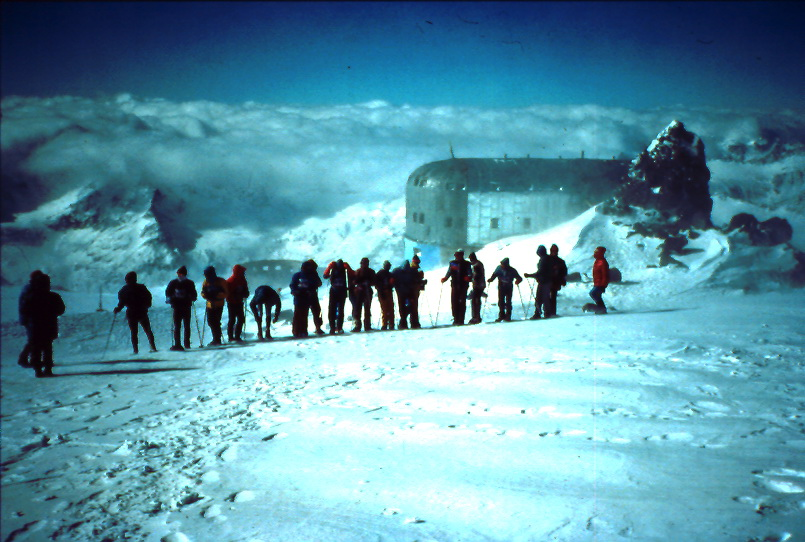 Elbrus speed climb start near Refuge 11 - september 1990